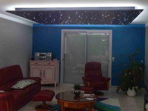 PIXLUM LED-Sternenhimmel als abgehängte Decke, die zusätzlich hinterleuchtet wird