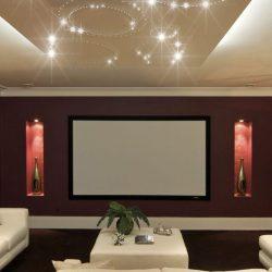 Ein Heimkino mit einem PIXLUM LED Sternenhimmel an der Decke