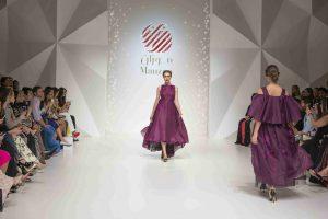 Laufsteg einer Modemesse mit PixLEDs im Hintergrund