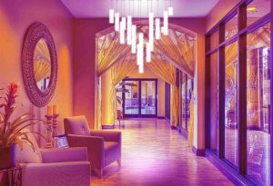 Hotelflur mit PIXLUM Hängeleuchten als LED-Beleuchtung