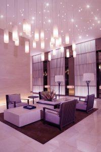 Foyer in einem Hotel mit PIXLUM Hängeleuchten und PIXLUM Sternenhimmel