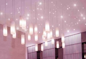 Kombinierte Installation eines PIXLUM LED-Sternenhimmels mit PixLEDs und PixLUM Hängeleuchten