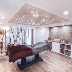 Massagepraxis mit Sternenhimmel