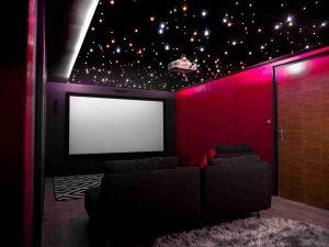 Privates Heimkino mit PIXLUM LED-Sternenhimmel