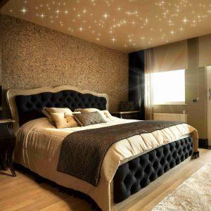 Schlafzimmer mit PIXLUM LED-Sternenhimmel